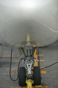 Airplane wheelsの写真素材 [FYI01979505]
