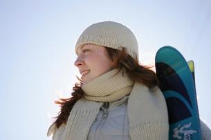Woman in warm clothingの写真素材 [FYI01980053]