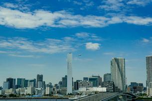 豊洲大橋と晴海方面のビル群の写真素材 [FYI01980070]