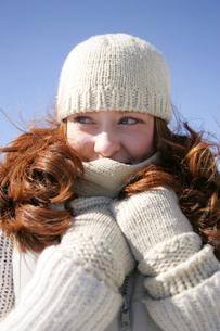 Woman in warm clothingの写真素材 [FYI01980183]