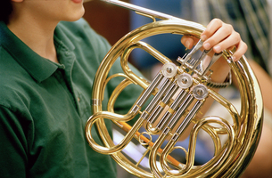 Man playing French hornの写真素材 [FYI01980356]