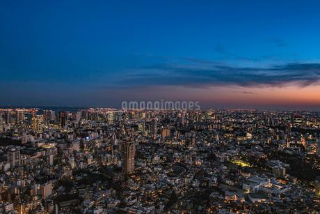 六本木から望む麻布、芝浦方面の街並みの夕景の写真素材 [FYI01980580]