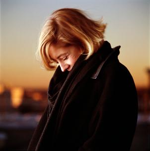 Woman in warm coatの写真素材 [FYI01980629]