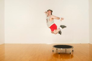 Man jumping off a trampolineの写真素材 [FYI01980675]