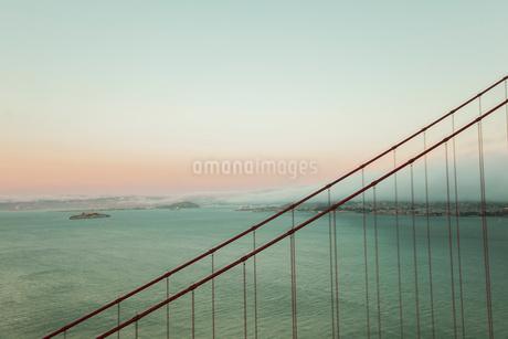 ゴールデンゲートブリッジとサンフランシスコ湾 アメリカの写真素材 [FYI01981888]