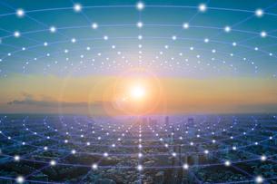 東京都心部の夕景と光のネットワーク 合成の写真素材 [FYI01982242]