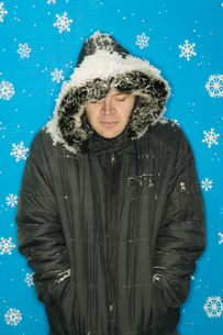 Cold man in winter parkaの写真素材 [FYI01982732]