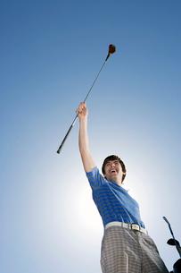 Man celebrating good golf swingの写真素材 [FYI01983103]