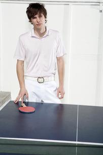 Man losing at pingpongの写真素材 [FYI01983159]