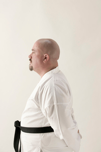 Asian man in karate outfitの写真素材 [FYI01983242]