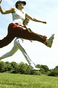 Women jumpingの写真素材 [FYI01983508]