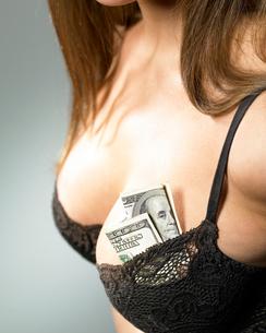 Woman with money in her braの写真素材 [FYI01983932]