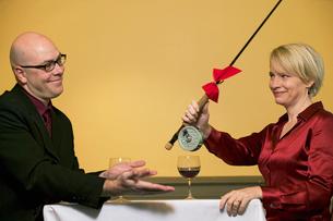Woman giving husband presentの写真素材 [FYI01984038]