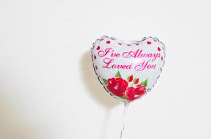 Romantic Valentine balloonの写真素材 [FYI01984640]
