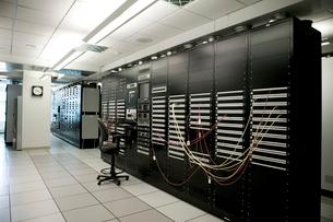 Control panel in computer roomの写真素材 [FYI01984853]