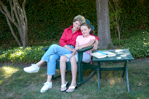 Grandmother relaxing with granddaughterの写真素材 [FYI01984949]