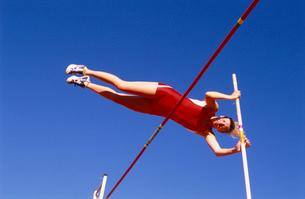 Female athlete pole vaultingの写真素材 [FYI01984958]