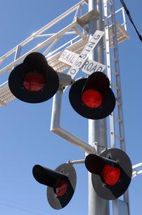 Railroad crossing lightsの写真素材 [FYI01985087]