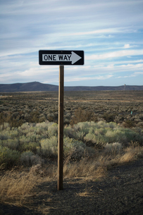 One way sign in remote areaの写真素材 [FYI01985565]