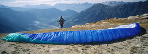 Panoramic view of parachuter on cliffの写真素材 [FYI01985674]