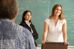 Student giving speech to classの写真素材 [FYI01985778]