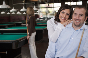 Couple hugging in pool hallの写真素材 [FYI01985850]