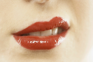 woman's glossy red lipsの写真素材 [FYI01985867]