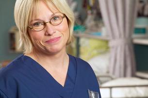 Female nurse in glassesの写真素材 [FYI01986008]