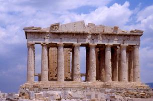 Blurred view of Greek ruinsの写真素材 [FYI01986037]