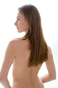 Young nude woman's backの写真素材 [FYI01986194]