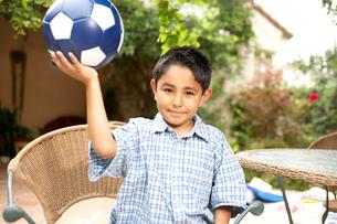 Young Hispanic boy holding soccer ballの写真素材 [FYI01986206]