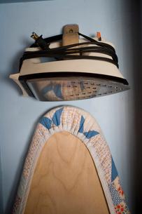 Iron and ironing boardの写真素材 [FYI01986336]