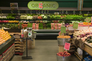 Organic aisle in grocery storeの写真素材 [FYI01986369]