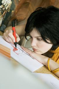 Female clothing designer coloring sketchの写真素材 [FYI01986535]