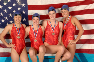swimmers with medals and American flagの写真素材 [FYI01986789]