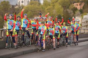 Cyclists celebratingの写真素材 [FYI01986893]
