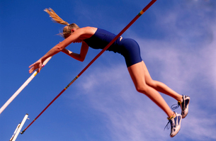 Female athlete pole vaultingの写真素材 [FYI01987075]