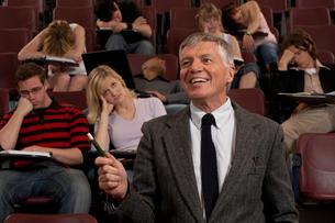 man teaching studenst in auditorium fullの写真素材 [FYI01987115]