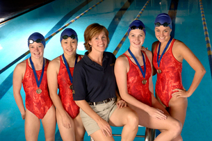 swimming team with coach and medalsの写真素材 [FYI01987407]