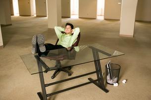 Asian businessman relaxingの写真素材 [FYI01987614]