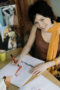 Female clothing designer coloring sketchの写真素材 [FYI01987620]