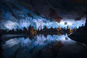 Reed flute cave in Guilinの写真素材 [FYI01987776]