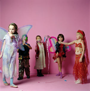 Young girls dressed upの写真素材 [FYI01987777]