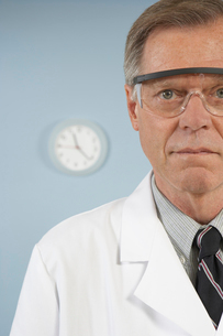 scientist with protective eye wearの写真素材 [FYI01987928]