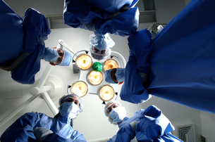 Low angle view of surgeonsの写真素材 [FYI01987952]
