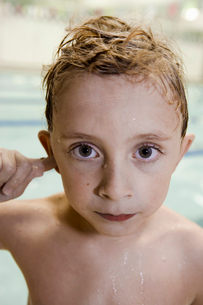 Close up of young boy with wet hairの写真素材 [FYI01988034]