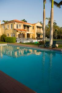 Luxury house with swimming poolの写真素材 [FYI01988102]