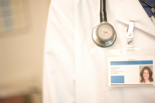 doctor wearing stethoscope and ID cardの写真素材 [FYI01988125]