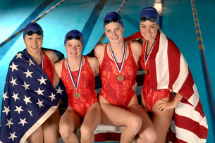 swimmers with medals and American flagの写真素材 [FYI01988234]