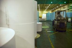 Rolls of paper in factoryの写真素材 [FYI01988263]